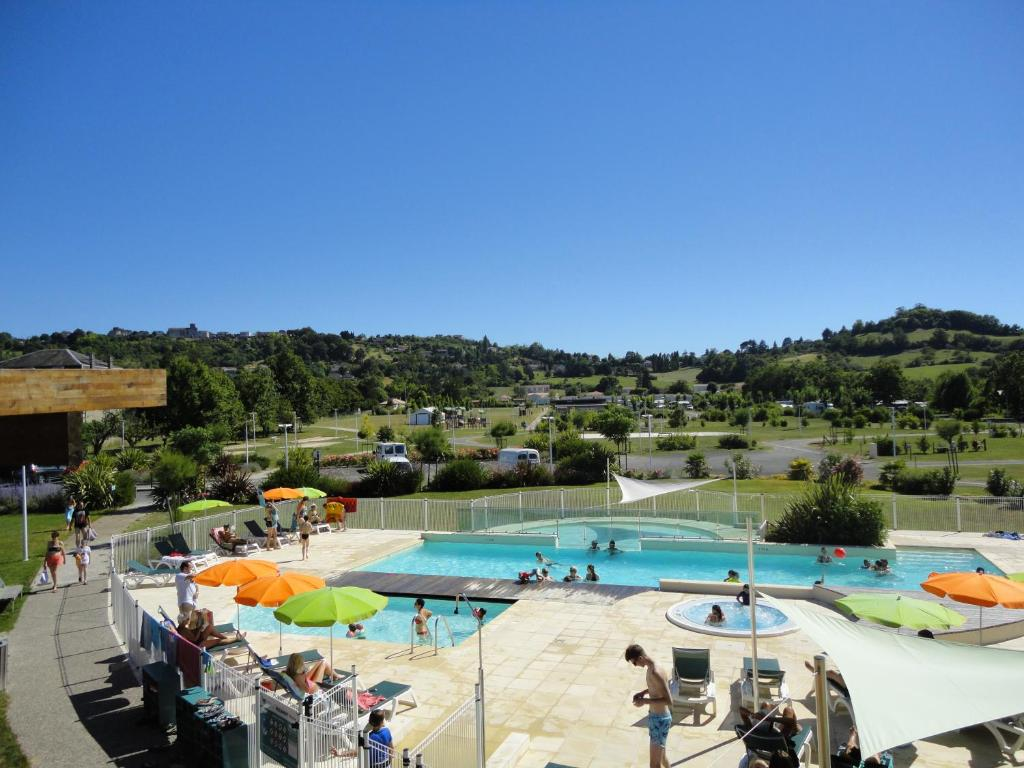 The swimming pool at or near Camping Lot et Bastides