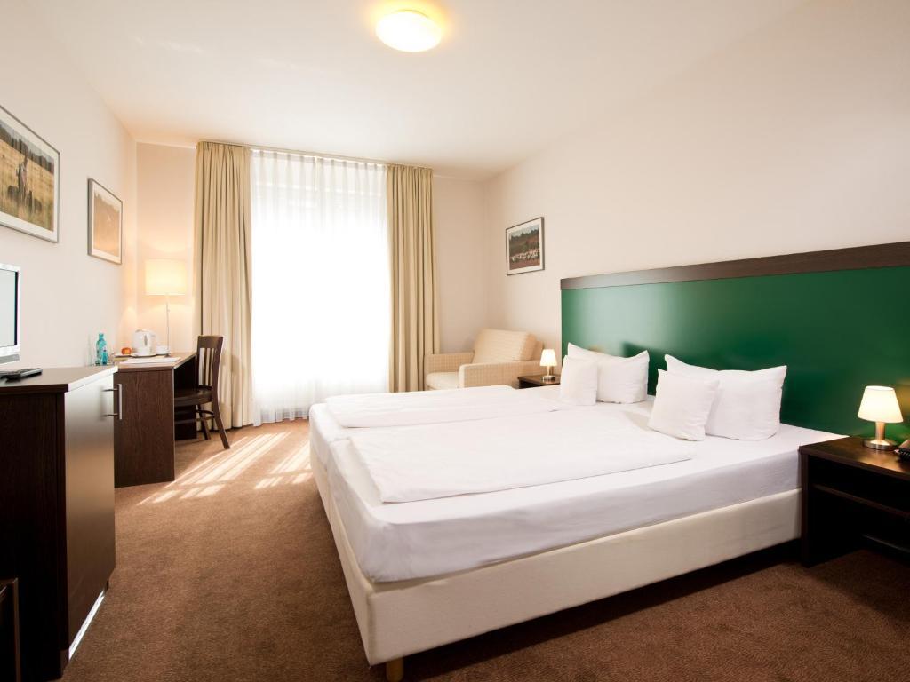 Ein Bett oder Betten in einem Zimmer der Unterkunft ACHAT Hotel Buchholz Hamburg