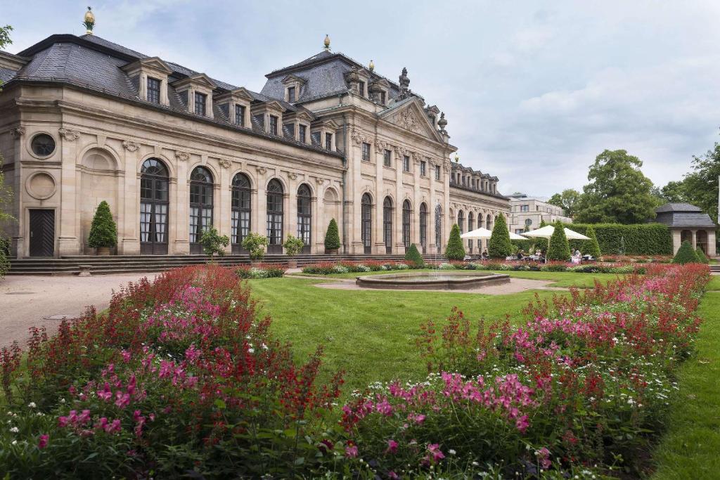 Ein Garten an der Unterkunft Maritim Hotel Am Schlossgarten