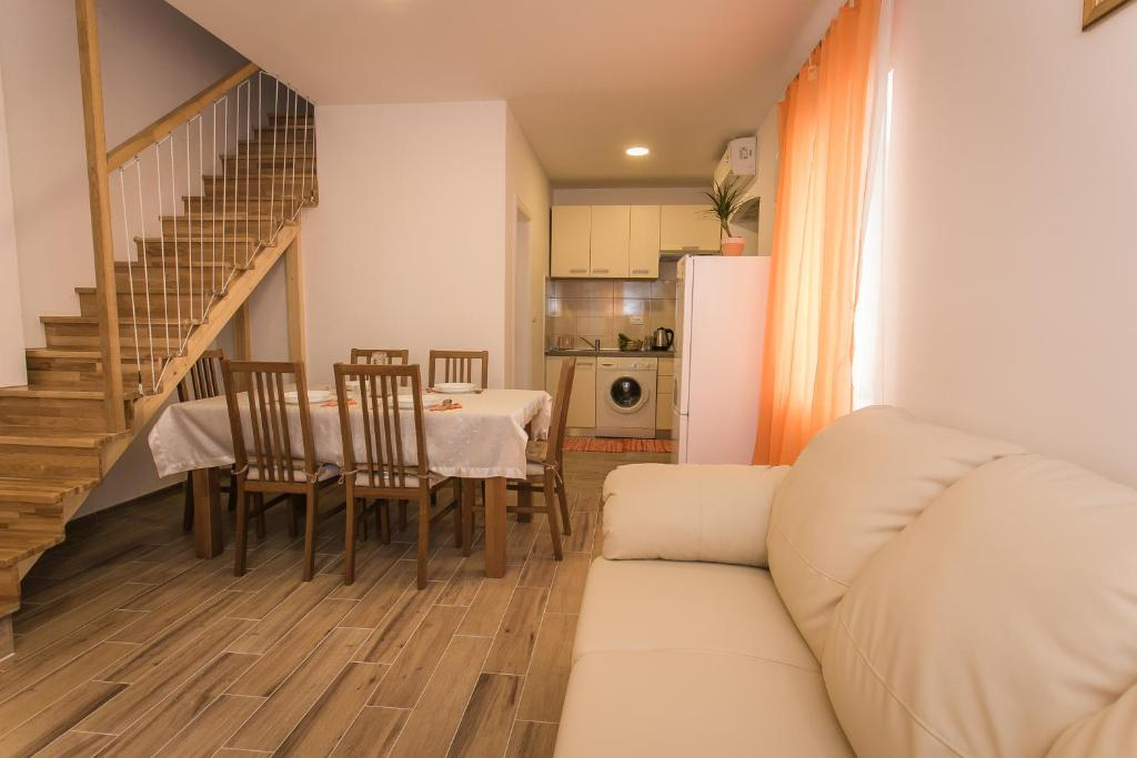 A kitchen or kitchenette at Apartments Marin