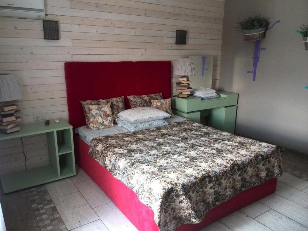Кровать или кровати в номере Raspberry Paradise