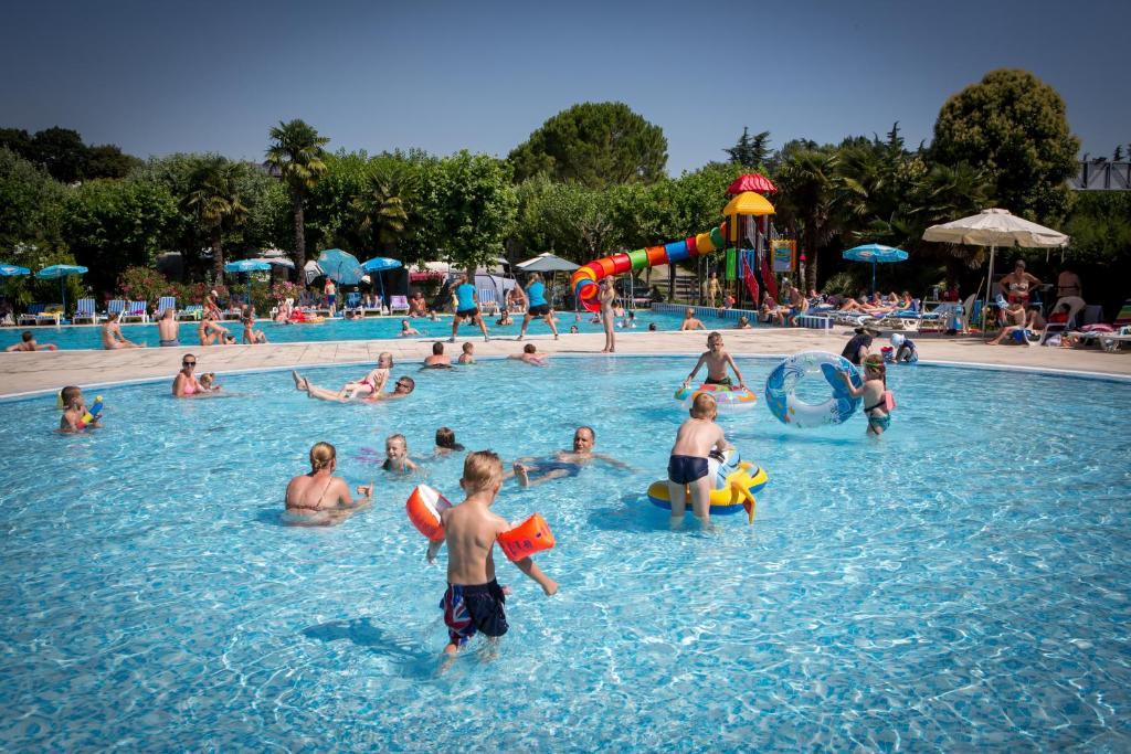 Der Swimmingpool an oder in der Nähe von Camping Fossalta