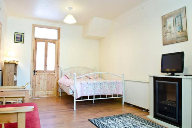 A bed or beds in a room at Cooraclare apartment