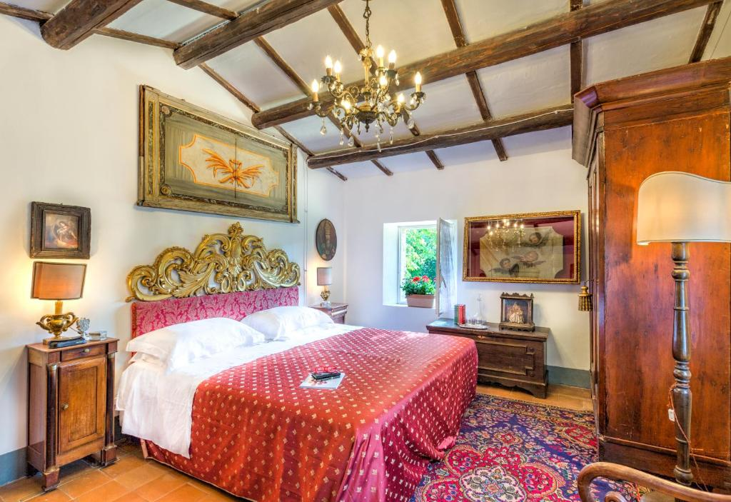 A bed or beds in a room at B&B La Residenza Del Poeta