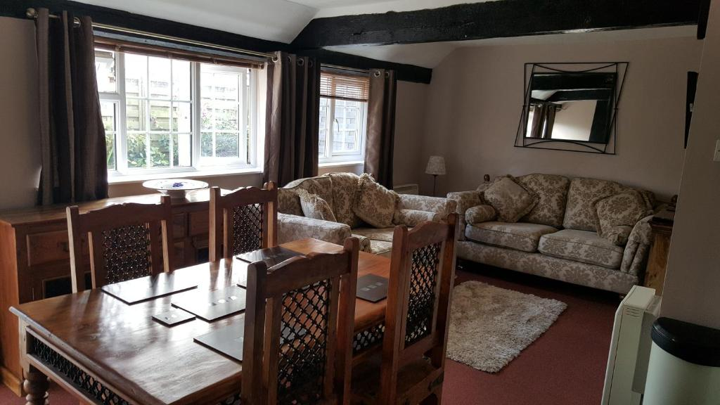 The lounge or bar area at Otters' Lodge