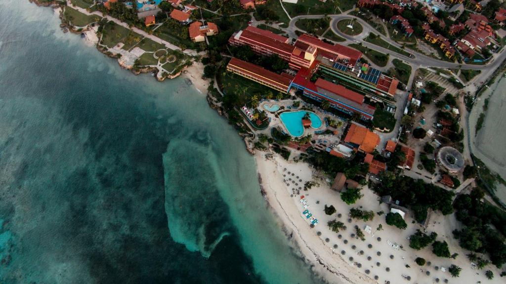 Hotel Club Amigo Atlántico Guardalavaca с высоты птичьего полета