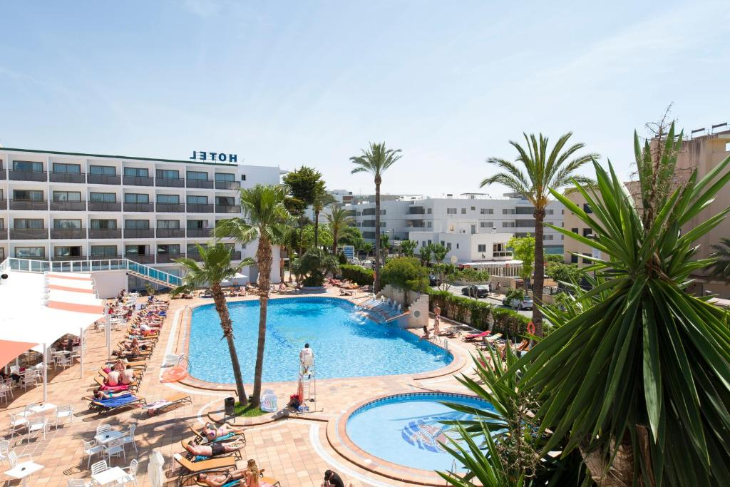 The swimming pool at or near Hotel Playasol Mare Nostrum