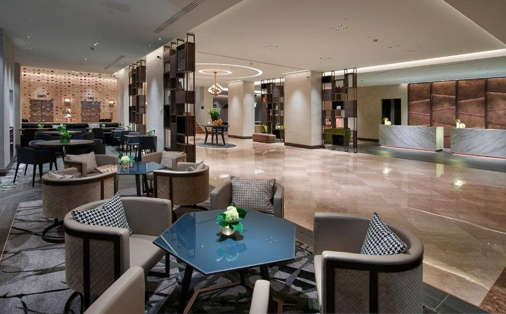 A restaurant or other place to eat at Hilton Milan