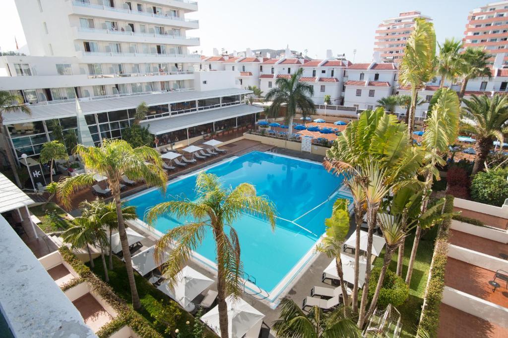 Het zwembad bij of vlak bij Catalonia Oro Negro