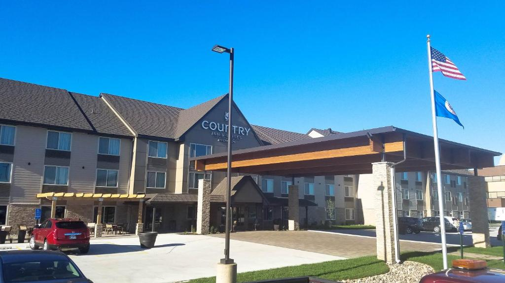 The facade or entrance of Country Inn & Suites by Radisson, St. Cloud West, MN