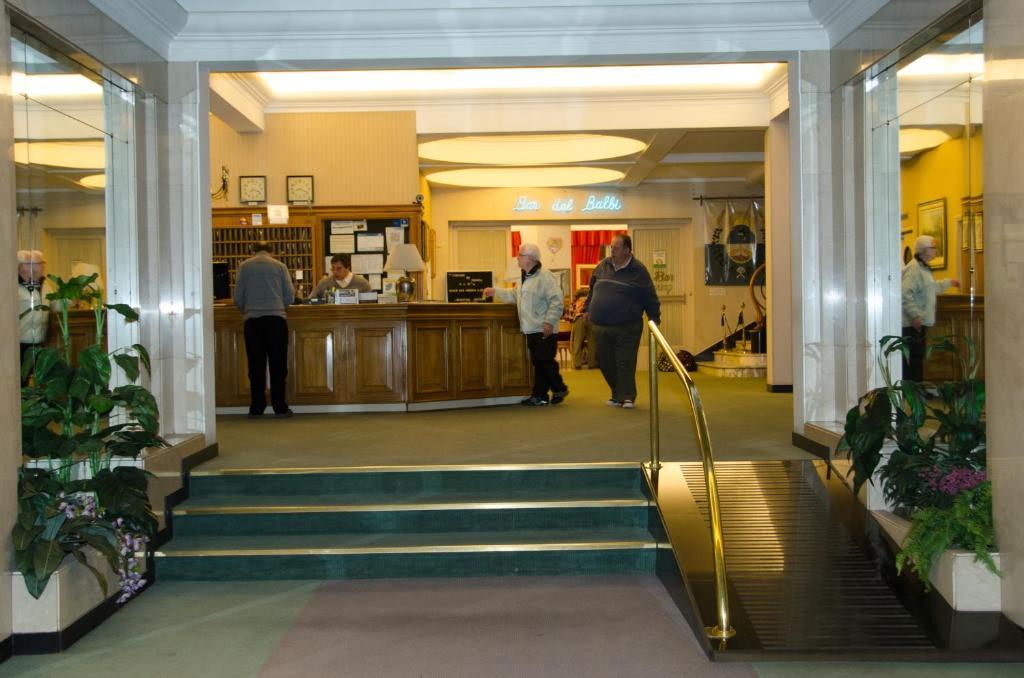 Vestibiulis arba registratūra apgyvendinimo įstaigoje Grand Hotel Balbi