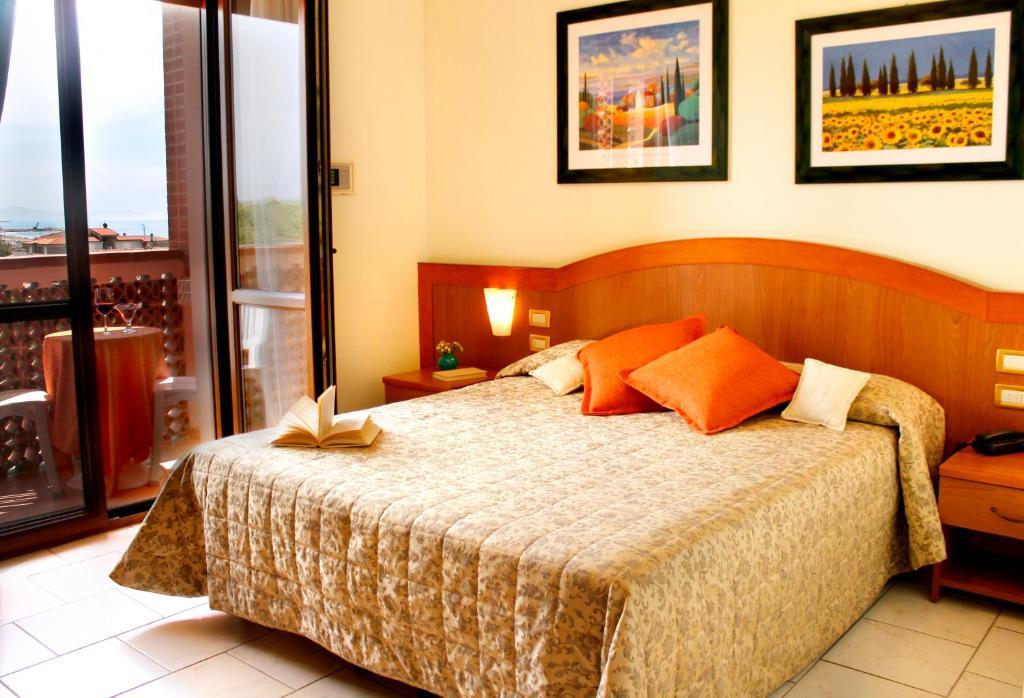 Letto o letti in una camera di Hotel Ariston