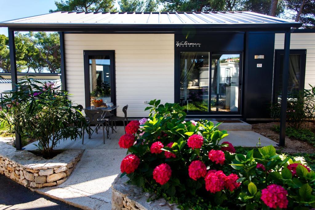 Veranda oz. zunanji predel v nastanitvi Waterman Beach Village