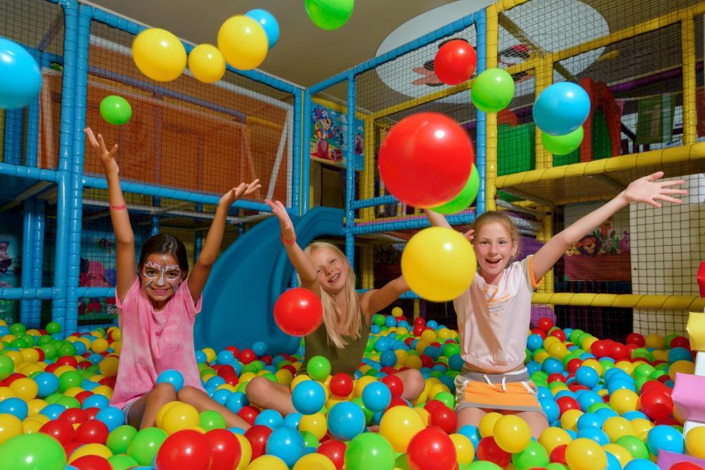 Дети в Asia Beach Resort & Spa Hotel