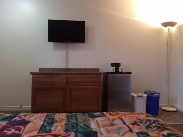 A room at Carleton Motel and Coffee Shop