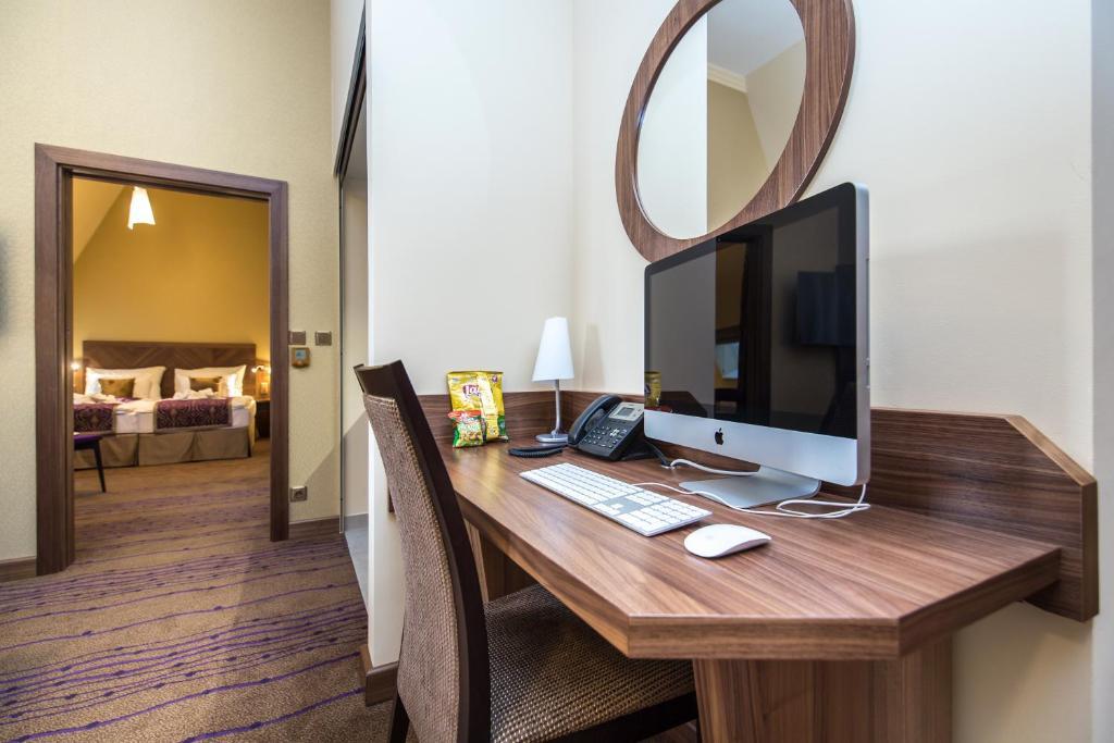 טלויזיה ו/או מרכז בידור ב-Merchants Crown Suites and Spa