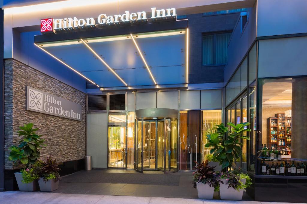 The facade or entrance of Hilton Garden Inn Central Park South
