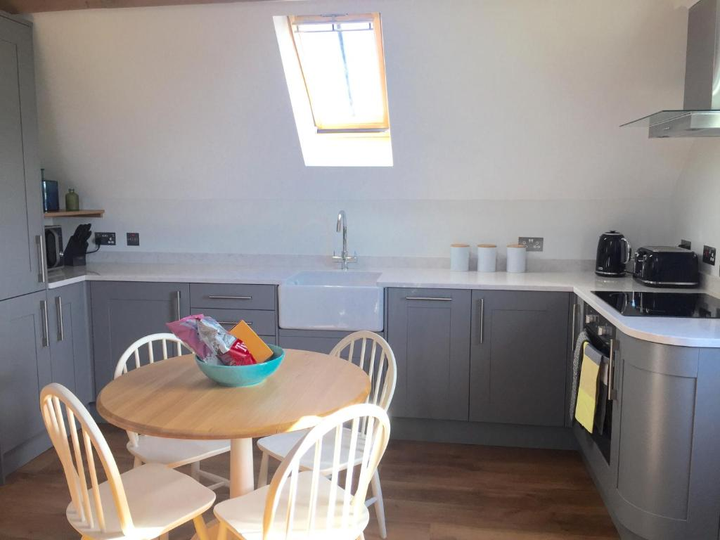 A kitchen or kitchenette at The Barn - Nr Bromyard