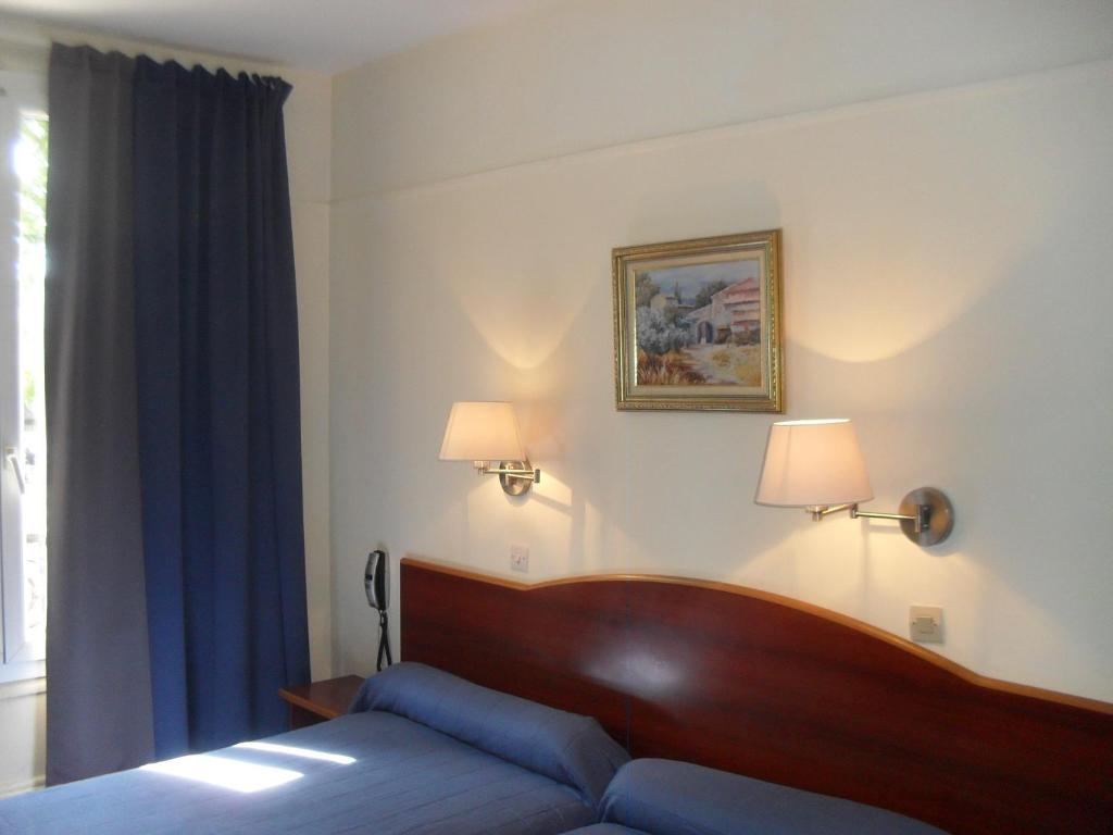 호텔 몽펠리에 파리 객실 침대