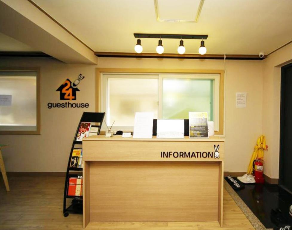 The lobby or reception area at 24 Guesthouse Dongdaemun (Cheongryangri)