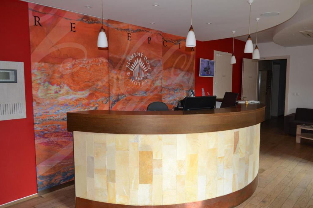 The lobby or reception area at Hotel Slamený dom