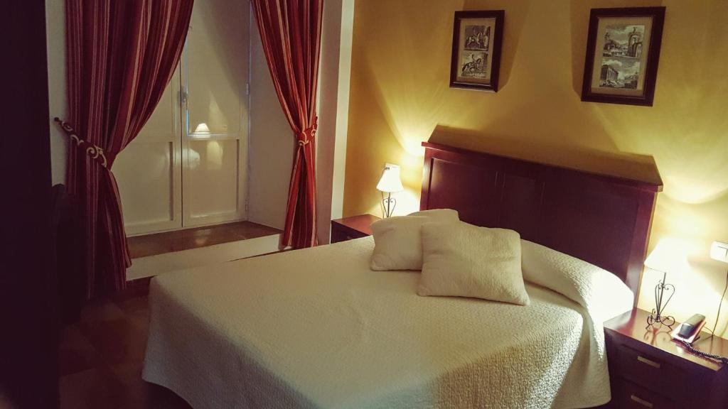 Una habitación en Hotel San Cayetano