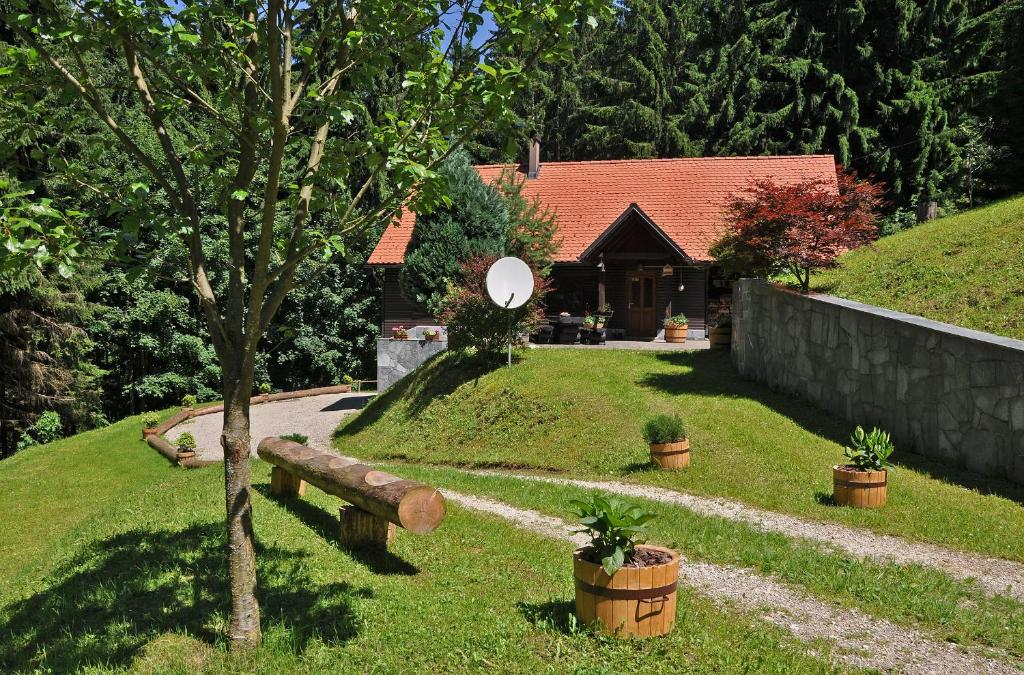 Vrt pred nastanitvijo Chalet Rogla Lodge