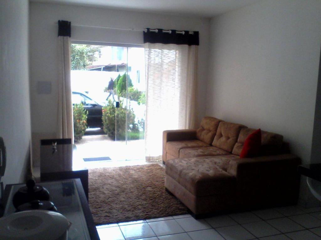 A seating area at Apartamento de 2 quartos em Porto Seguro