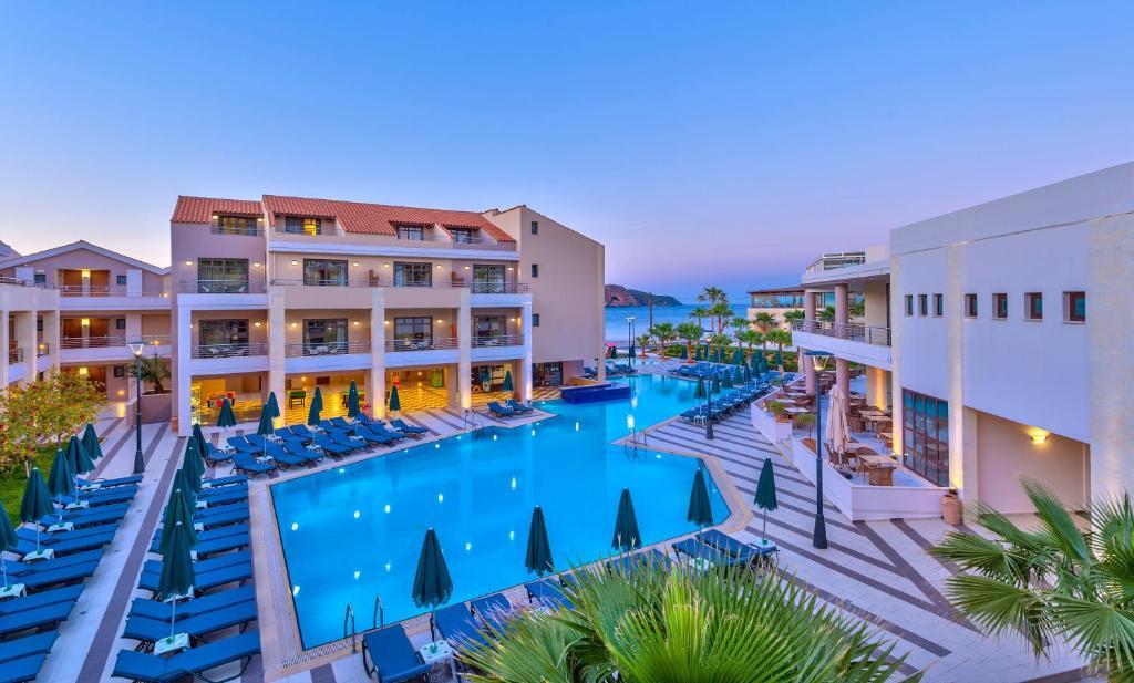 Basen w obiekcie Porto Platanias Beach Resort & Spa lub w pobliżu