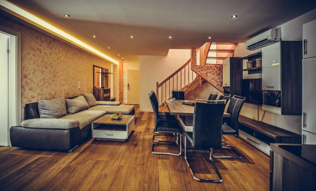Гостиная зона в Aurellia Serviced Apartments