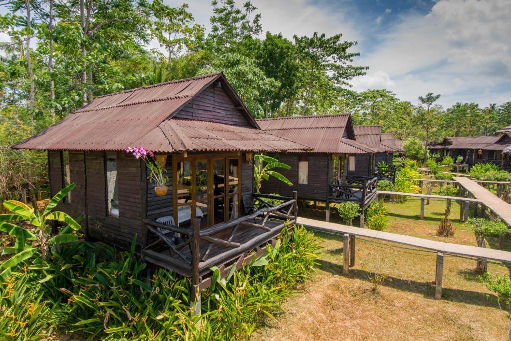 En terrasse eller udendørsområde på Mook Lanta Eco Resort