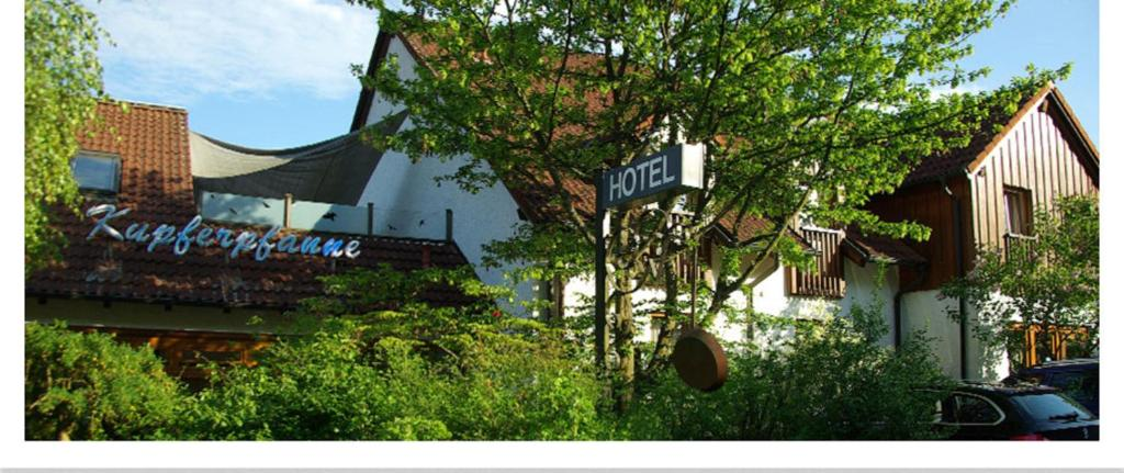 """Ein Garten an der Unterkunft Hotel """"Die Kupferpfanne"""""""