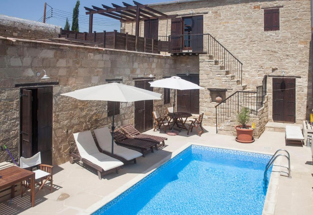 Un patio o zona al aire libre en Vrakas House