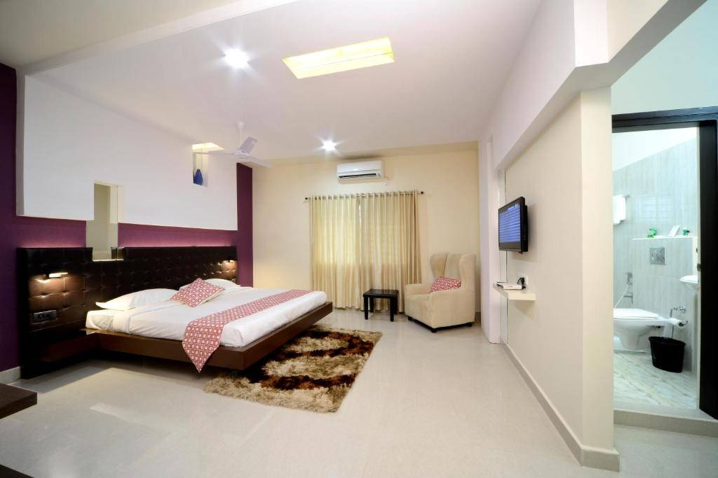 A bed or beds in a room at Hotel Serenity La Vista