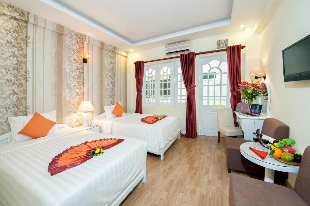 Phòng Deluxe Giường Đôi/ 2 Giường Đơn Nhìn ra Hồ bơi