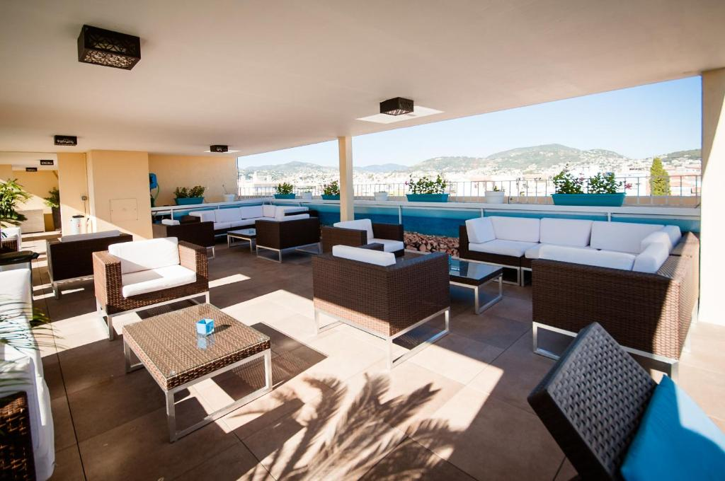 Restaurant ou autre lieu de restauration dans l'établissement Residhome Nice Promenade