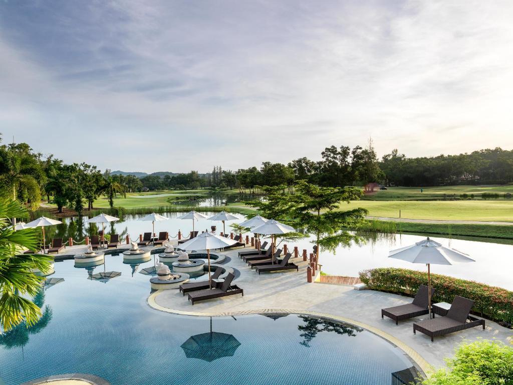 Бассейн в Laguna Holiday Club Phuket Resort или поблизости