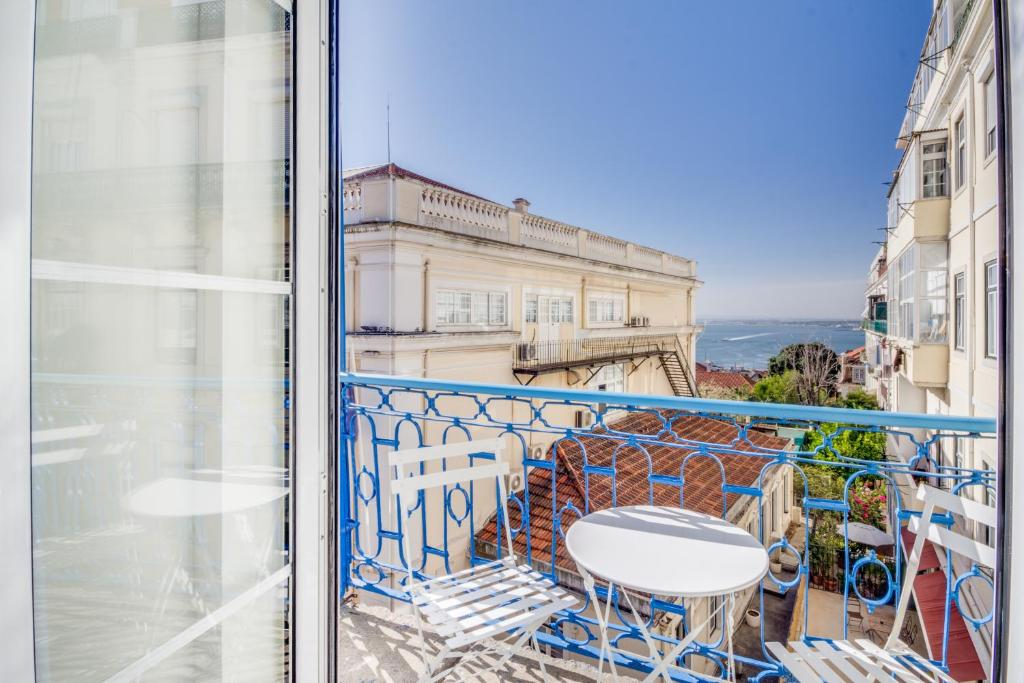 A balcony or terrace at Chiado 44