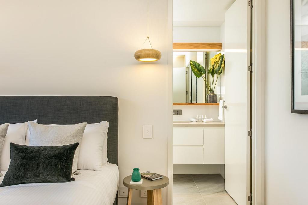 A bed or beds in a room at KoKo's Beach Houses 1 and 2