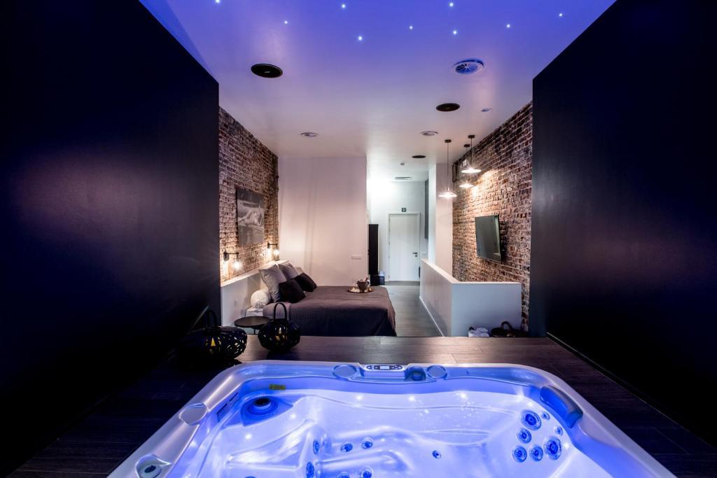 Apartment Chambre Avec Jacuzzi Sauna Privatif Brussels Belgium