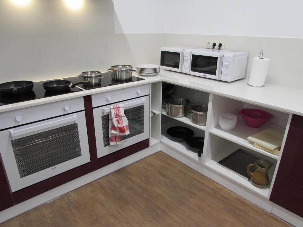 A kitchen or kitchenette at El Albergue del Montero