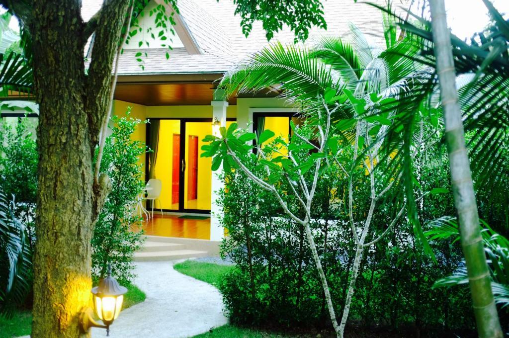 สวนหย่อมนอก The Nature House Aonang Krabi Thailand