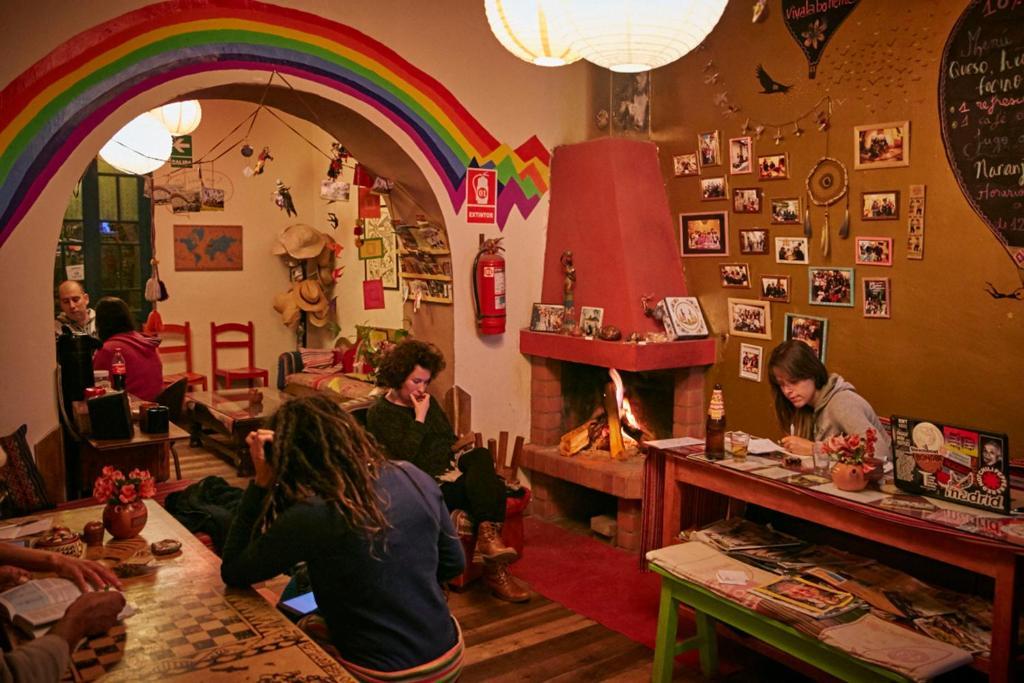 Un restaurante o sitio para comer en Backpacker La Bo'M