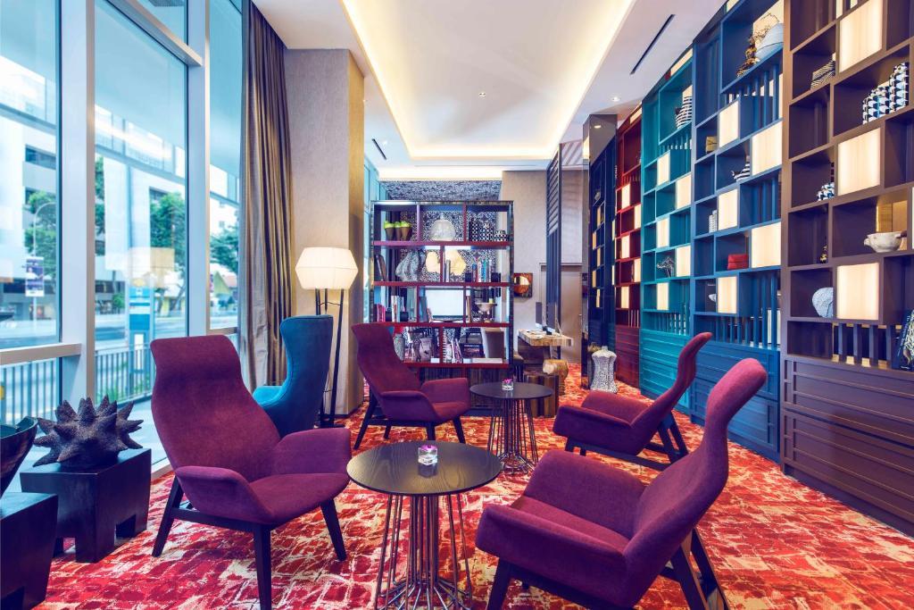 The lounge or bar area at Mercure Singapore Bugis