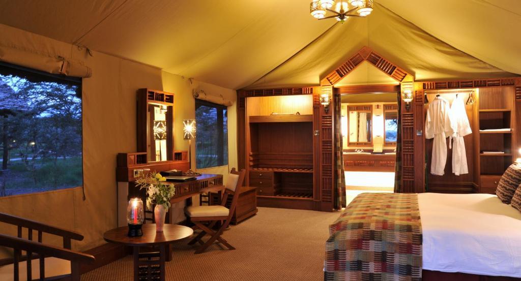 Lodge Sweetwaters Serena Camp - Kichaka Tours and Travel Kenya