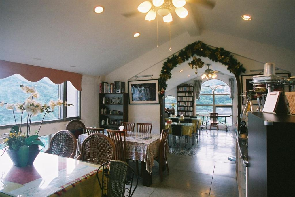 A restaurant or other place to eat at Levite Villa