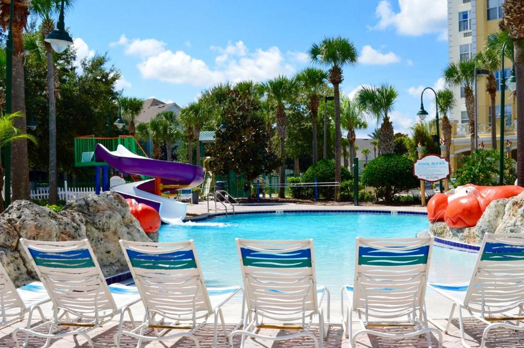 The swimming pool at or close to Calypso Cay Vacation Villas