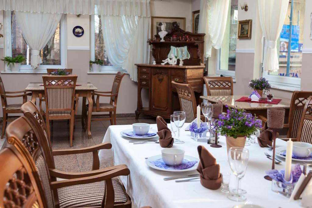 A restaurant or other place to eat at Stary Młyn