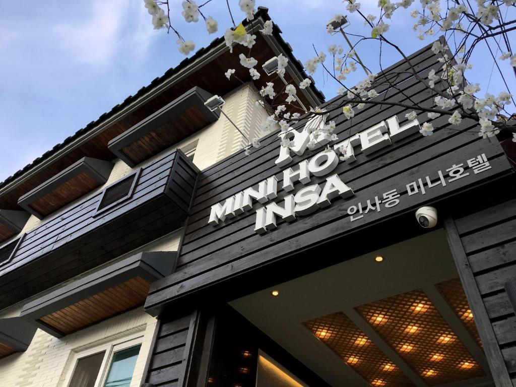 The facade or entrance of Mini Hotel Insa