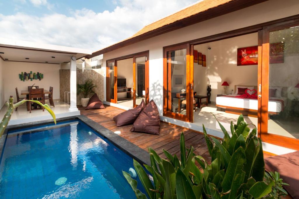 The swimming pool at or near Little Coco Gili Trawangan Villas